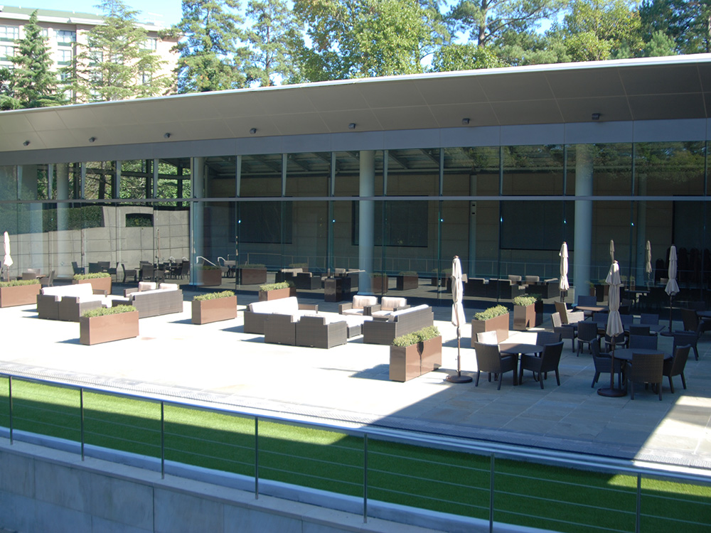 1001 Retreat Outdoor Seating